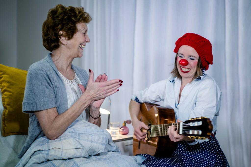 Heike Laub als Florentine Dibbelabbes im Seniorenheim